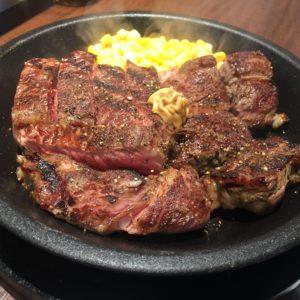お昼にみんなでステーキを食べに行きました\(^o^)/