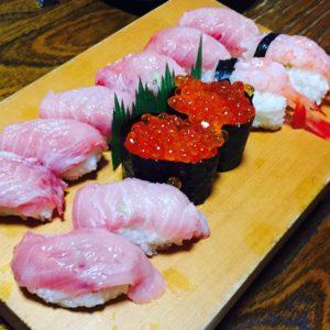 先日の食事会での写真です。お寿司を食べに行きました。本当においしかったです♪ありがとうございました(^^)
