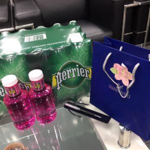 本日は営業Tさんのお誕生日でした🙌!愛飲のお水とボールペン、喜んでもらえてよかったです✨これからもよろしくお願いします㊗️!