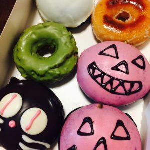 クリスピークリームドーナツ。ハロウィン限定のドーナツがありました♪かぼちゃがとっても美味しかったです♪