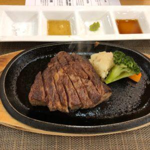 熊野牛ステーキ!!どれをつけて食べてもおいしかったです(^^)