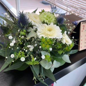 営業さんの結婚式に呼んでいただきました☆お花も持って来ていただいて受付に飾らせて頂いてます(^^)華やか♡