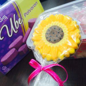 フィリピンのお土産頂きました♬ ヒマワリのチョコレートがとってもかわいいです♡